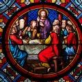 Glasmaleri af Jesus med sine disciple ved den sidste nadver