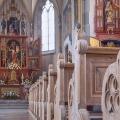 Kirkeinteriør - kirkebænke og alter
