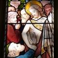 Glasmaleri af disciplen Thomas der mærker Jesu sår