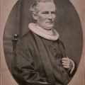 Præsten Rudoplh Frimodt portrætfotografi i sort/hvid