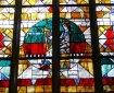 Glasmaleri af kong David der spiller citer.
